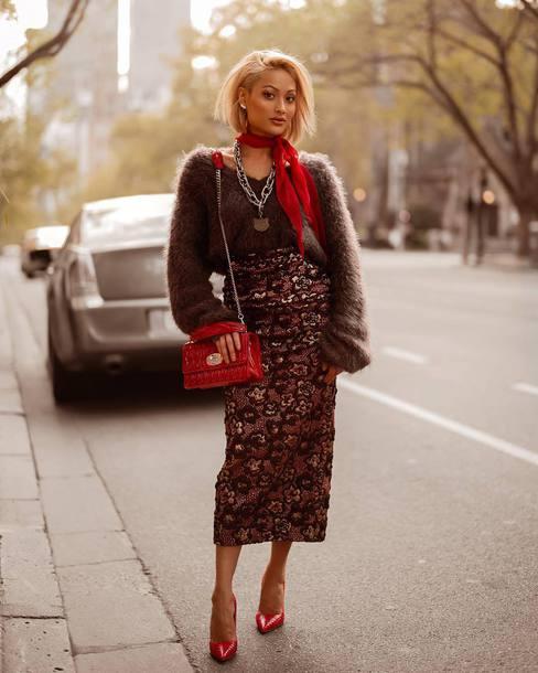skirt floral skirt midi skirt high waisted skirt pencil skirt pumps shoulder bag sweater fluffy necklace scarf
