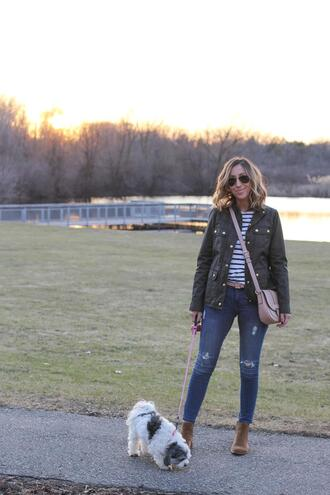 lilly's style blogger jacket t-shirt jeans shoes belt bag crossbody bag skinny jeans spring outfits
