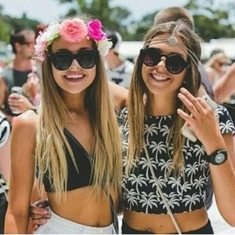 t-shirt girl festival festival outfit sunglasses beach headband crown flower crown flowerd top swimwear hit