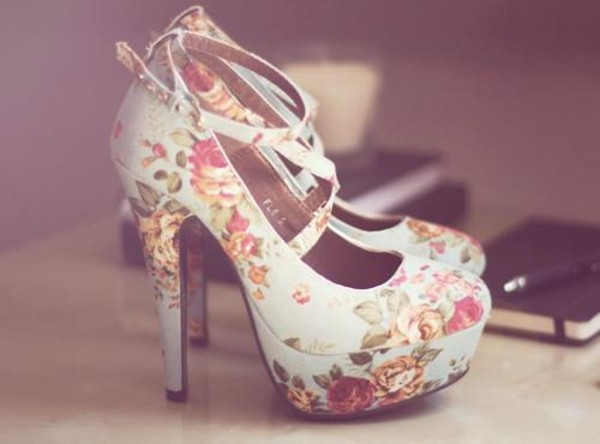 shoes high heels roses floral shoes floral white shoes pumps heels beautifull flowers vintage light blue flowerhighheels cute high heels dress heels floral high heels lovely cute pink blue high heels top flower shoes cuteshoes light blue shoes baby blue wishies^^i luv this shoes printed flowers flowers white floral floral heels fashion shoes blue flower shoes