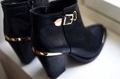 shoes,black,gold,boots,ankle boots,buckle boots,black boots,black heels,gold buckled boots,gold buckled black boots,tumblr,black booties,black ankle boots,heel boots,heels,booties