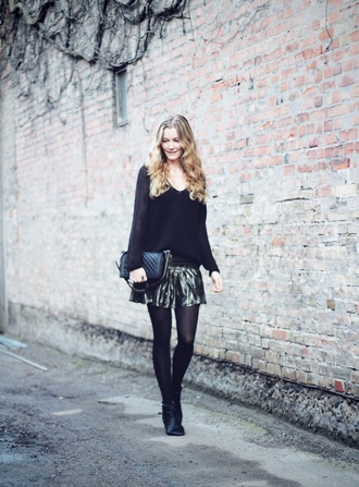 passions for fashion blogger black sweater faux leather