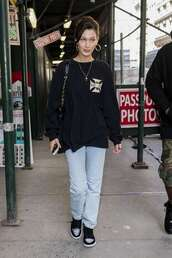 sweater,sweatshirt,jeans,denim,model off-duty,streetstyle,casual,bella hadid