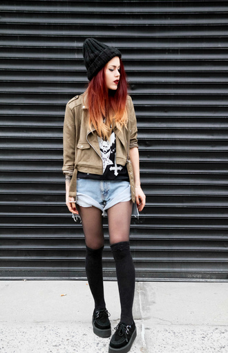 le happy blogger jacket t-shirt creepers denim shorts knitted beanie knee high socks shorts hat socks