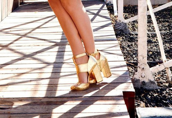 gold details shoes gold heels dolly magazine dolly gold shoes gold high heels gold details detail strappy heels thick heels chloe moretz chloe grace moretz