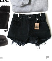 shorts,denim shorts,High waisted shorts,high waisted jeans,black jeans,black high waisted pants,grunge,hipster shorts,hipster,streetsyle,streetwear,girl,5 seconds of summer,one direction,band merch,rock,punk