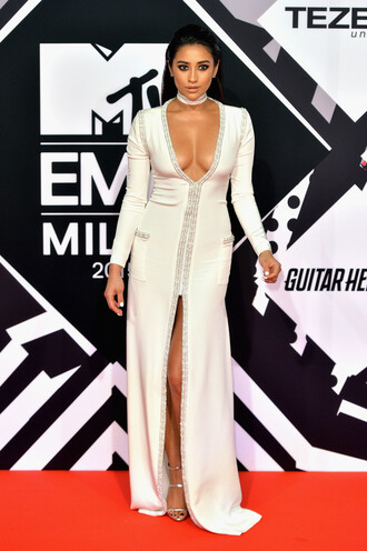 dress gown prom dress shay mitchell slit dress plunge dress plunge v neck sandals red carpet dress mtv ema mtv ema awards wedding dress