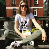 shoes,gucci ace sneakers,gucci,gucci shoes,sneakers,white sneakers,low top sneakers,t-shirt,graphic tee,white t-shirt,pants,green pants,sunglasses,bag,white bag