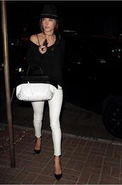white jeans,alessandra ambrosio,model off-duty,pumps,bralette,black and white,bag
