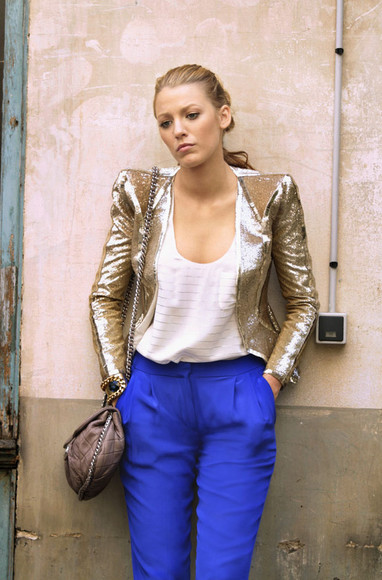 blake lively gossip girl blue pants beige bag white shirt jacket gold serena van der woodsen pants