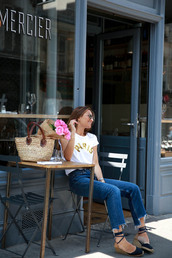 b a r t a b a c,blogger,t-shirt,jeans,shoes,sunglasses,bag,weekend outfits,Cropped Flared Jeans