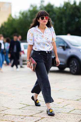 shoes fashion week street style fashion week 2016 fashion week milan fashion week 2016 black jeans jeans cropped jeans shirt printed shirt floral shirt sunglasses black shoes flats black flats streetstyle