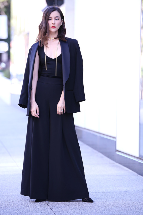 inspades blogger jacket top pants shoes jewels blazer wide-leg pants all black everything holiday season monochrome oversized necklace isabel marant guess madewell jimmy choo