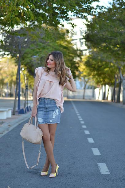 af987081161 mi aventura con la moda blogger date outfit ripped skirt pink blouse denim  skirt