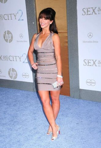 pumps jennifer love hewitt white shoes black shoes shoes thick as fuck dress