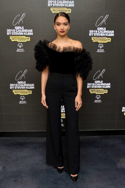 blouse top shanina shaik model off-duty all black everything pants pumps off the shoulder off the shoulder top
