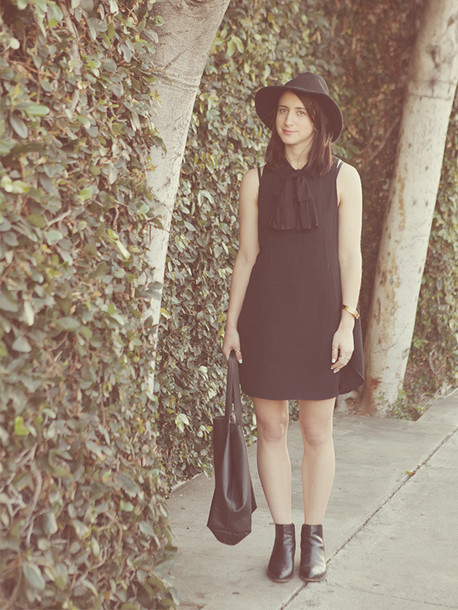 lady a la mode blogger hat black dress