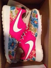 shoes,nike,flowers,pink,nike free run,nike running shoes,nike roshes floral,roshe runs,floral,nikes,neon