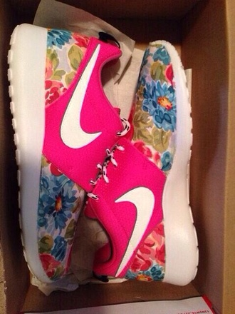 shoes nike flowers pink nike free run nike running shoes nike roshes floral roshe runs floral nikes neon