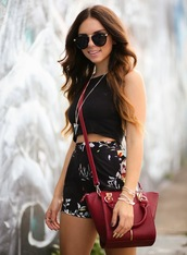 nany's klozet,shorts,jewels,bag,t-shirt,sunglasses,summer outfits,flowered shorts,floral,red dress,black,top,summer,spring,cute,fashion,pretty,hot,style,High waisted shorts,printed shorts,shirt,floral print short,dress,print,high waisted,black floral pattern white,pants,matching set,sleeveless,short