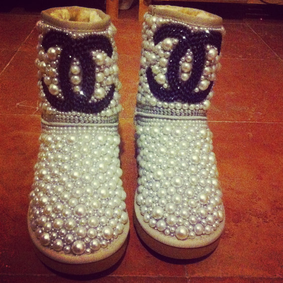 Customized low UGGS by sparklingdecoration on Etsy