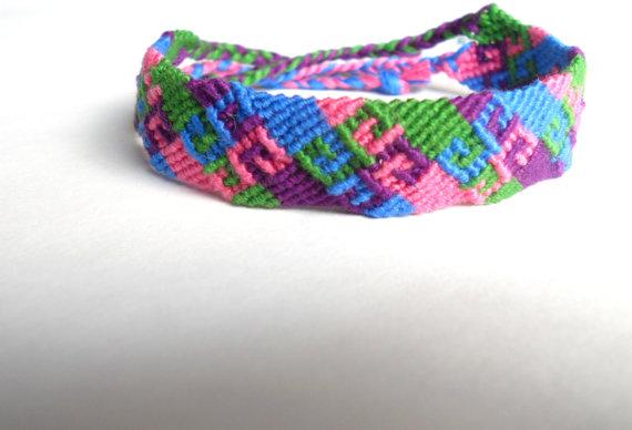 Colorful handmade aztec friendship bracelet par ljknotshop sur etsy
