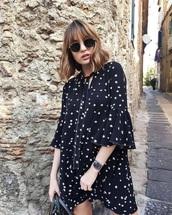 dress,star print,small pattern,black dress,bell sleeves,loose dress