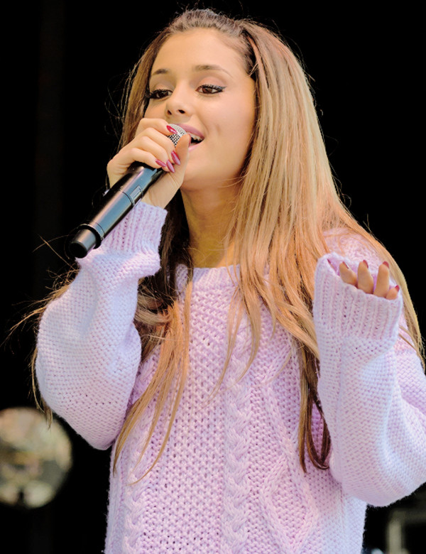 ariana grande long hair singer