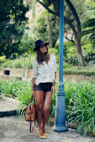 jewels shorts shirt shoes bag hat seams for a desire