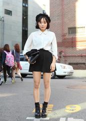 hat,white shirt,black pleated skirt,black boots,black beret,blogger