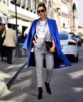 blazer grey blazer pants grey pants t-shirt white t-shirt handbag black handbag shoes black shoes jacket bag