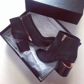 boite,talons haut,chaussures,chaussures à talons,boots,fermeture eclair,black,gold,original,sexy,ouverte,girly,black boots,black and white,été,lookbook,marques,jolie,sea of shoes,white,hiver