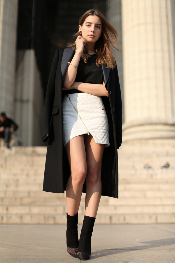 sarah co mode ton look coat t-shirt skirt shoes jewels