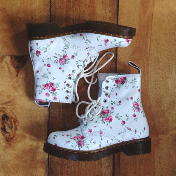 shoes white DrMartens ariana grande floral cute boots combat boots roses instagram