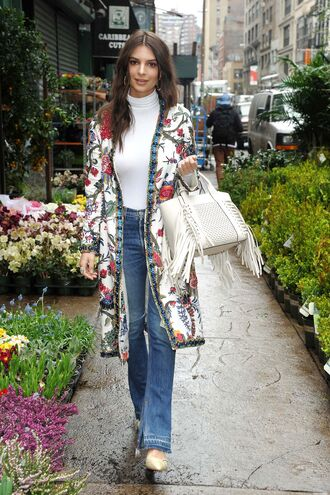 coat floral jeans model off-duty streetstyle spring outfits emily ratajkowski top