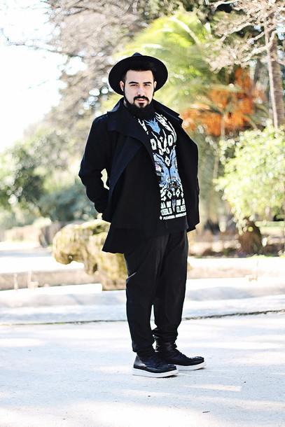 guy overboard blogger t-shirt pants coat shoes hat