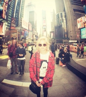 shirt flannel flannel shirt round sunglasses sunglasses new york city nina nesbitt rock grunge blonde hair white t-shirt artsy purse hobo bum leggings black leggings instagram singer hipster indie