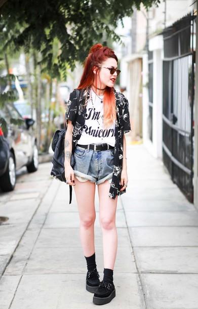 le happy blogger blouse sunglasses grunge graphic tee denim shorts grunge shoes t-shirt shorts jeans shoes jewels luanna perez necklace choker necklace black choker jewelry grunge jewelry boho jewelry