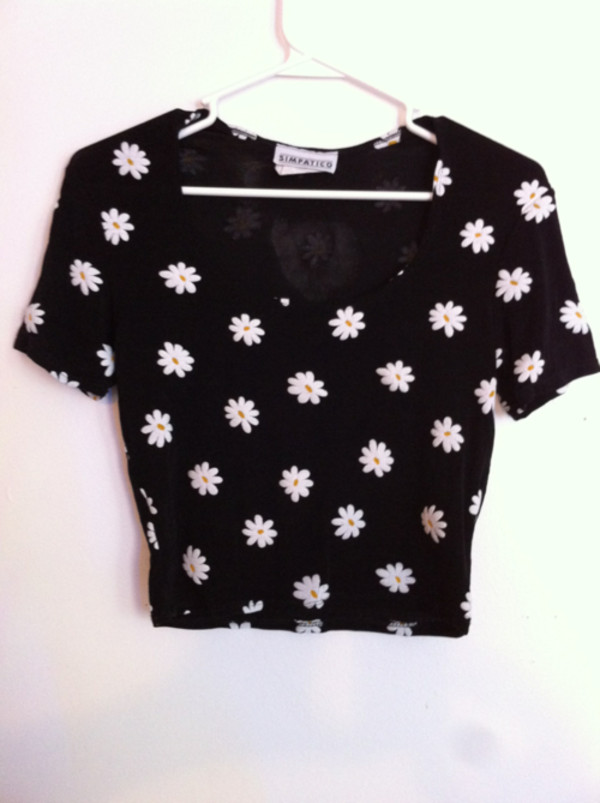 t-shirt flowers floral 90s style grunge daisy daisy 90s style shirt daisy black tumblr floral shirt crop tops black shirt flower shirt clothes pretty cute short girl girl women crop vintage white top