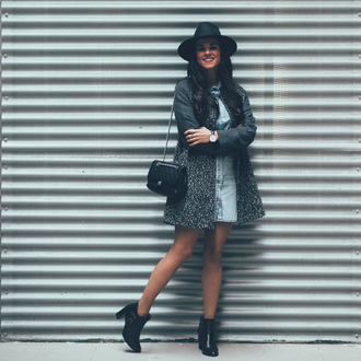 crimenes de la moda blogger coat dress hat jewels shoes bag