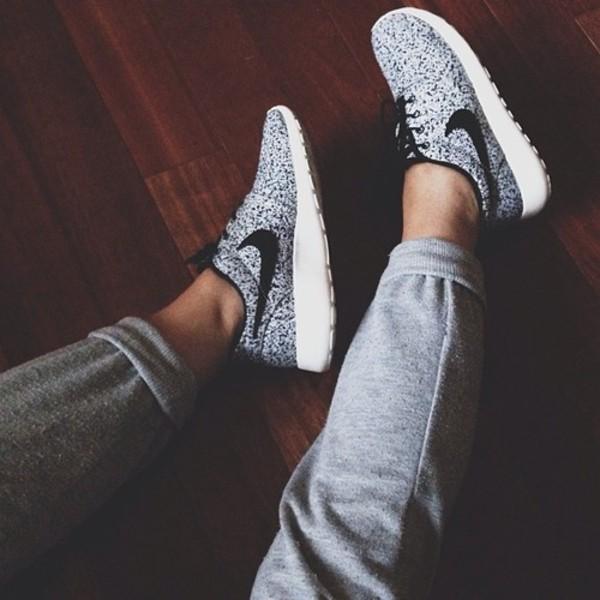 shoes grey white nike nike free run nike sneakers white sneakers trainers running trainers cross trainers black joggers joggers pants