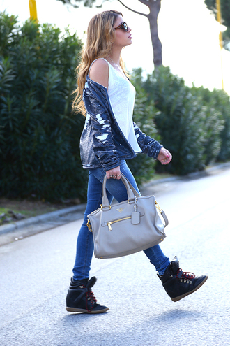 chiara nasti blogger t-shirt jeans jacket shoes bag sunglasses