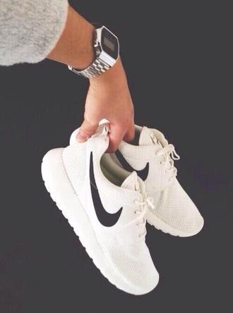 shoes sneakers nike white white shoes tumblr nike shoes nike roshe run