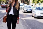 bag,leather jacket,gold chain,leather bag,black skinny jeans,jacket,black,biker jacket,style,fashonista,girl,on the street