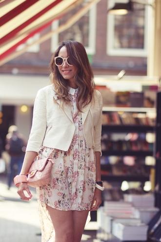 jacket jewels sunglasses bag blogger preppy fashionist white jacket clutch