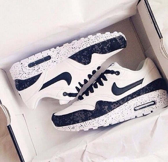 black and white shoes color air max