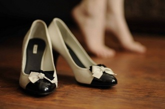 shoes bows bow heels heels black and white grunge retro black and white heels