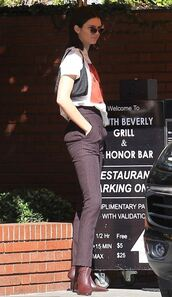 t-shirt,top,pants,kendall jenner,kardashians,streetstyle,model off-duty