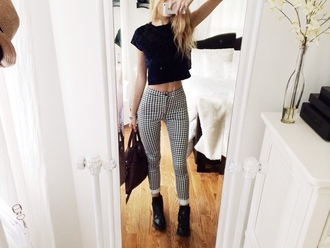 jeans clothes tumblr blond girl blond hair pants skinny black and white trousers bag black mirror skinny pants high waisted jeans black and white black and white jeans