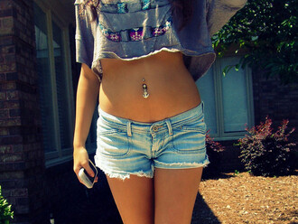 jewels piercing anchor crop tops t-shirt tribal pattern belly top grey t-shirt colorful top gris t-shirt court debardeur swag shirt belly piercing belly button ring belly ring grey girl shorts hipster summer summer shorts summer outfits summer cute cute love perfect shortslove